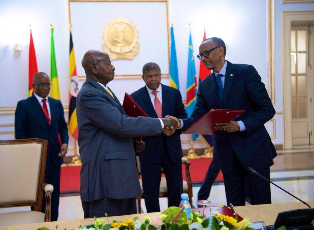 Museveni and Kagame sign MoU on cooperation. Courtesy Photo